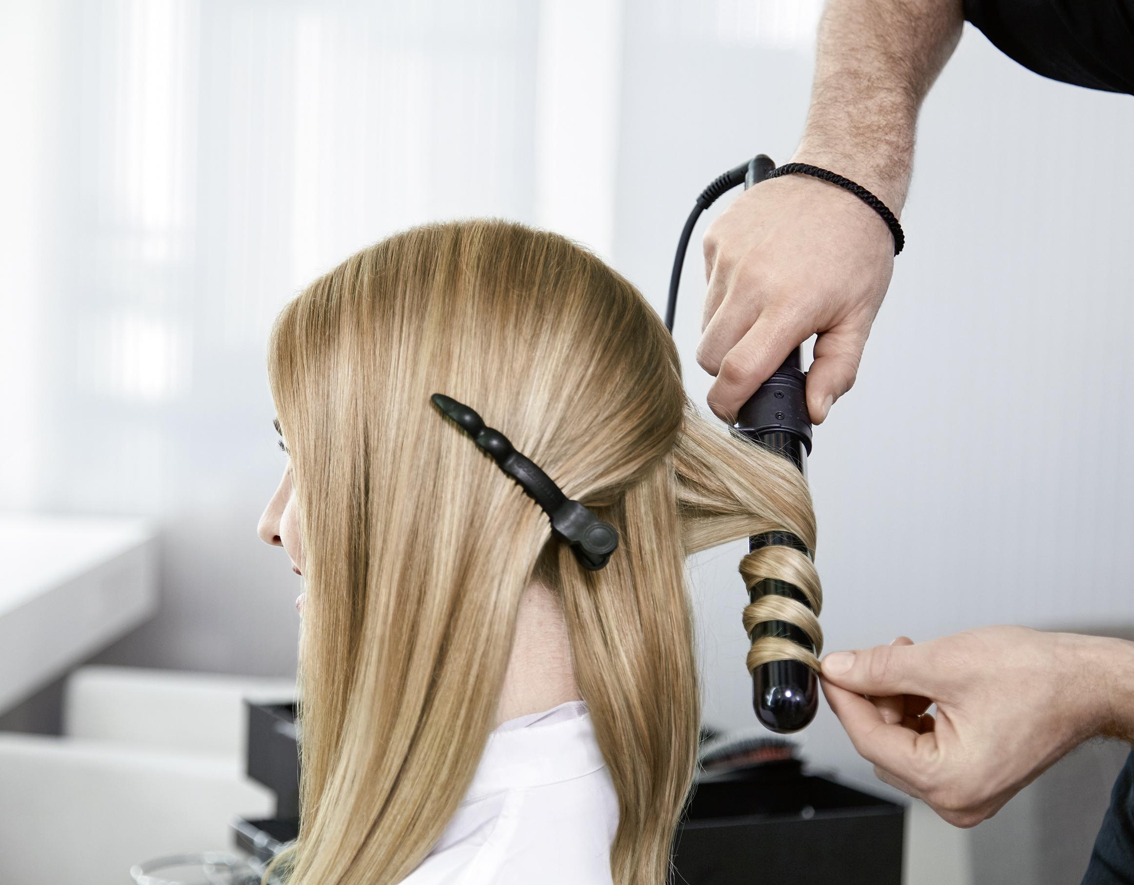 Укладка волос утюжками или щипцами