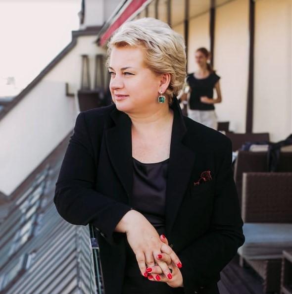 Юлия Постернак, стилист колорист мастер текстуры салона красоты